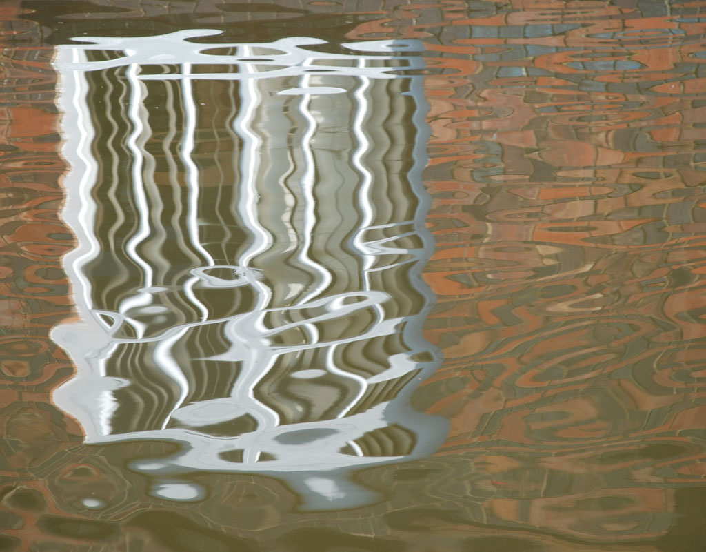 canal-reflection-of-window-tardebigge-worc-birmingham-canal